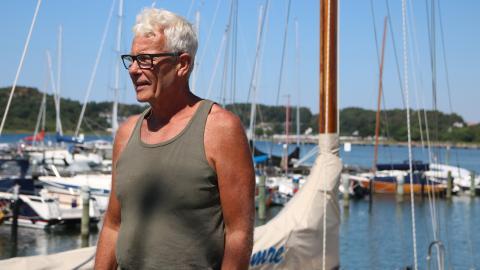 Per Elsius sköter om hamnen tillsammans med en kollega Bild: Anja Bergdahl