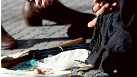 """Till följd av åtstramningarna lever idag en och en halv miljon greker i extrem fattigdom. Var femte grek är arbetslös och två och en halv miljoner saknar sjukförsäkring"""", skriver debattören.  Bild: Nikolas Giakoumidis/AP"""