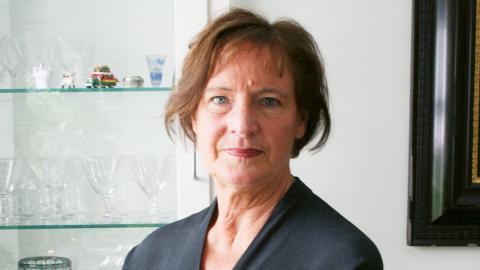 """""""Att sätta ord på det som är svårt, har alltid varit mitt sätt att riktigt riktigt ta till mig och förstå saker. Att skriva boken var en slags bearbetning för att förstå både Kommunalskandalen och andra passager i livet"""", säger Annelie Nordström.  Bild: Karin Holmberg"""