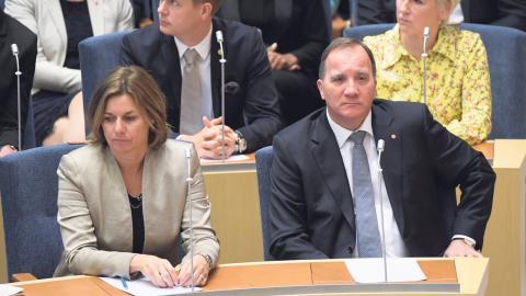 Dystra miner efter att Stefan Löfven som första statsminister någonsin igår röstats bort i riksdagen.