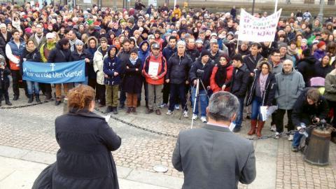 Ett stort antal personer slöt upp på Gustaf Adolfs torg i Göteborg 2 mars 2013 för att protestera mot det kritiserade projektet Reva (Rättssäkert och e ektivt verkställighetsarbete) som syftar till att verkställa fler utvisningar av papperslösa. Foto: Johan Thörn/TT