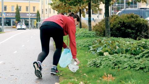 På tisdag ska göteborgarna börja plogga, det vill säga jogga och plocka skräp samtidigt. Foto: Sao-Mai Dau