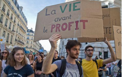 Klimatrörelsen växer i Frankrike. Bilden är från en protestmarsch som anordnades i Paris i lördags. Bild: Michel Euler/AP Photo