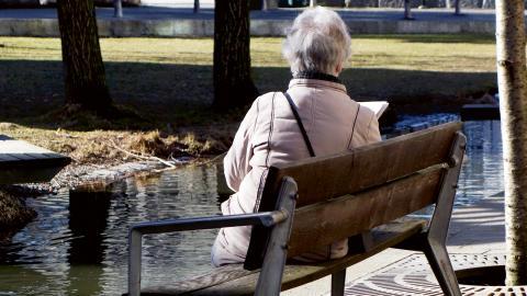 Enligt Socialstyrelsen är Västra Götalandsregionen en av tre regioner i Sverige med högst andel äldre som vårdats för psykisk ohälsa eller använt psykofarmaka under 2016.  Bild: Hasse Holmberg / TT
