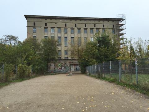 Technoklubben Berghain i Berlin är världskänd för sin stenhårda dörrpolicy. Wikipedia