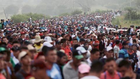 Närmare 10000 människor har de senaste veckorna bestämt sig för att lämna sina centralamerikanska hemländer. Bild: Rodrigo Abd/ap