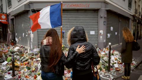 Attentatet med skottlossningar och explosioner skedde på sex platser i centrala Paris och i förorten Saint-Denis.  Bild: Daniel Ochoa de Olza/AP
