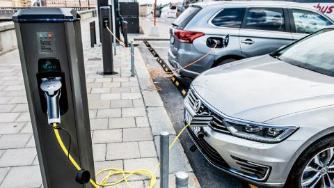 """""""Utsläppen i produktionen av elbilsbatterier kommer främst från fossildriven el. Därför måste främst energikällorna ställas om"""", säger Mats-Ola Larsson, expert på Svenska miljöinstitutet IVL.  Bild: Lars Pehrson/SvD/TT"""