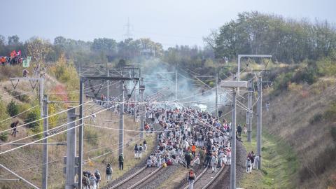 Protester till stöd för den hotade urskogen Hambach utanför Köln, Tyskland.  Bild: Christophe Gateau/TT