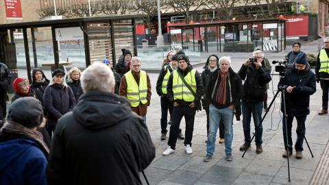 Under tisdagen hölls en demonstration utanför stadsbiblioteket mot besparingarna. Kulturförvaltningen måste spara 20,3 miljoner kronor i Alliansens budget för 2019.  Bild: Christian Egefur