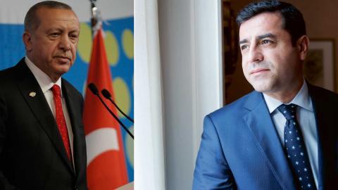 Selahattin Demirtas, (t. höger) tidigare partiledare för det turkiska oppositionspartiet HDP, under ett besök i Sverige 2016. Senare samma år blev han frihetsberövad och sitter fortfarande fängslad i väntan på rättegång. Foto: Sebastian Pani/AP och Stina Stjernkvist/TT