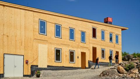 Solskolan i ETC Solpark Katrineholm är helt byggd i massivträ.