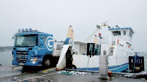 Styrsöbolagets färjor fraktar gods från Fiskebäcks hamn till öarna i Södra skärgården ett fåtal gånger om dagen. Bild: Sao-Mai Dau