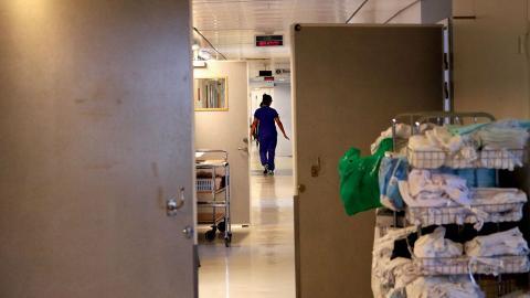 Sahlgrenskas stopp för nya behandlingar av könskorrigering är en katastrof, menar debattörerna. Bild: Annelie Moran