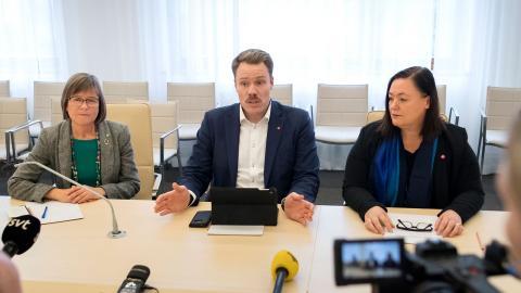 De rödgrönrosa i Göteborg hoppas på nytt samarbete med Socialdemokraterna i framtiden. På bilden gruppledare Karin Pleijel (MP), Daniel Bernmar (V) och Stina Svensson (FI)  Thomas Johansson/TT