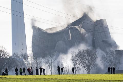 Kolkraftverket Knepper utanför tyska Dortmund jämnas vid marken.  Marcel Kusch/dpa via AP