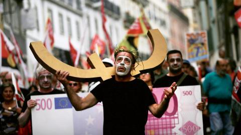 MIssnöjet med den nyliberala åtstramningspolitiken har i Portugal kanaliserats vänsterut, menar debattören.  Bild: Francisco Seco/AP/TT