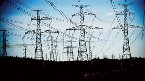 De senats åren har elnätsavgifterna höjts kraftigt. Kritiken växer mot att de tre stora elnätsbolagen tar betalt för investeringar de inte gjort. Foto: Robert Henriksson / SVD / TT