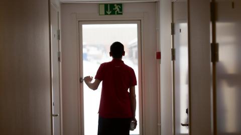 En stor del av patienterna som kommer till Röda korsets behandlingscentra är tonåringar och unga vuxna som flytt själva till Sverige utan vårdnadshavare. Bild: Fredrik Sandberg/TT