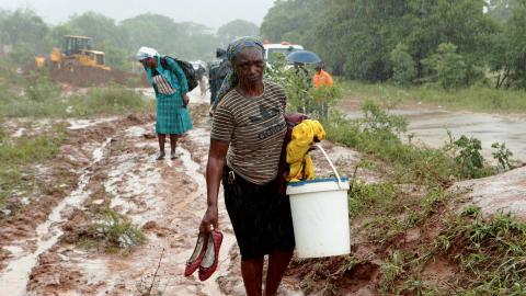 Över 1,7 miljoner människor befaras vara drabbade av cyklonen Idais framfart i Moçambique. Bild: Tsvangirayi Mukwazhi/AP