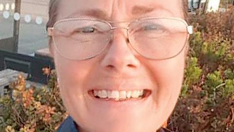 Göteborgsmoderaten Lena Ferm uppmanas att lämna alla sina uppdrag efter att ha uttryckt sig rasistisk och gillat dito inlägg i sociala medier.