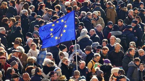 Demonstranter i Italien, mot nationalistiska krafter. Foto: Shutterstock