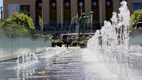 I mitten av april kommer flera av Göteborgs fontäner igång. Men kan en vuxen man som Poseidon vara lika förödande för vattennivåerna som den kissande bronspojken i Bryssel? Bild: Annelie Moran