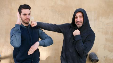 Simon Garshasebi och Babak Yousefi är upphovsmakarna till SVT:s humorserie Laxbralla. Serien har hyllats för sin kaxiga humor med kärleksfullt perspektiv på förorten och halsbrytande imitationer av rasistiska nättroll.  Bild: Clara Lee Lundberg
