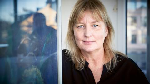 Karin Smirnoff tycker att hon just nu befinner sig i den bästa perioden i sitt liv. En guldålder. Barnen klarar sig själva och hon har fått tid till att skriva.  Bild: Fredrik Persson/TT