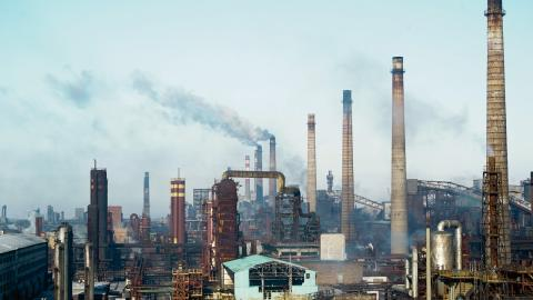 I Ukraina produceras runt 46 miljoner ton koldioxid per år.  Bild: Inna Varenytsia/AP/TT