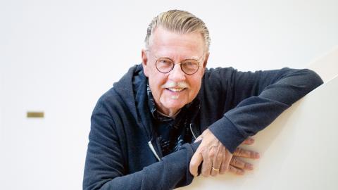 """Ett stycke av Malmö flyttar in på Folkoperan i Stockholm när Mikael Wiehe med ensemble och Malmö symfoniorkester kommer för att spela föreställningen """"… har du sett världen"""" inför en ny publik. Bild: Emil Langvad/TT"""