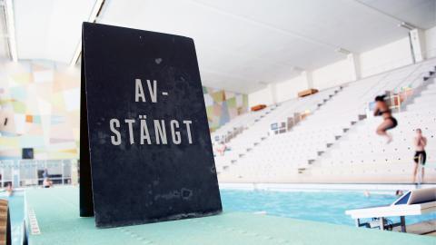 """Gratis simundervisning för barn i Göteborgs skolor kan slopas . I maj väntas Göteborgspolitikerna besluta om """"Simlyftets"""" framtid. Bild: Maria-Elena Zelaya"""