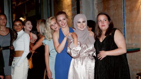 """Josefine Frida Pettersen (""""Noora"""", Lisa Teige (""""Eva""""),  Iman Meskini (""""Sana"""") och Ina Svenningdal (""""Chris"""") från tv-serien """"Skam"""".    Bild: TT"""