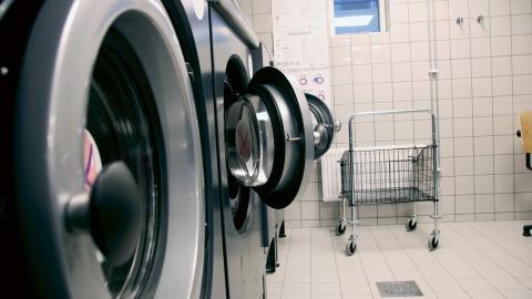 Familjebostäders hyresgäster på Grevegårdsvägen fick börja använda den kritiserade tekniken, med kallvatten och utan tvättmedel, i början av december. Bild: Annelie Moran