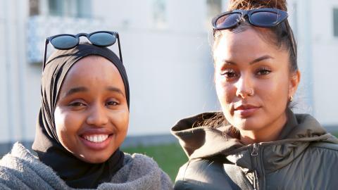 ETC Göteborg träffar Ramla Abdullahi och Aisha Ali på Rymdtorget iBergsjön.  Bild: Sao-Mai Dau