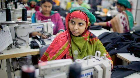 Textilarbetare i Bangladesh. Personen på bilden har inget med artikeln att göra. Bild: A.M. Ahad/AP/TT