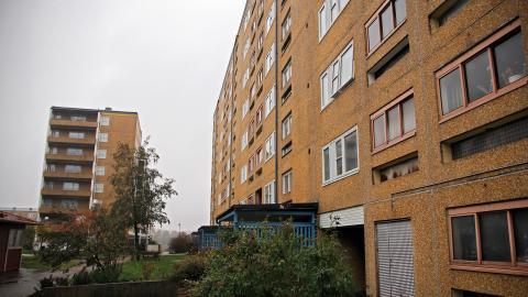 Tilltron på att en ökad andel bostadsrätter i resurssvaga bostadsområden skulle leda till en utopisk sammanblandning av folk från alla samhällsklasser är i bästa fall resultatet av naiv okunskap och i värsta fall ren ignorans, skriver debattören. Bild: Martin Spaak