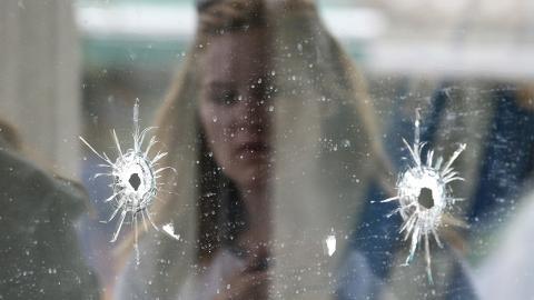 Skotthål efter attentatet av Elliot Rodger. Bild: Jae C. Hong/AP/TT