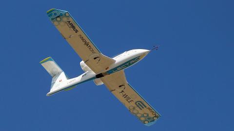 Airbus är en av flygtillverkarna som satsar på att ta fram miljövänliga passagerarflygplan.  Bild: Michel Spingler/AP/TT