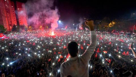 Den politiska oppositionen firade Imamoglus valseger på söndagskvällen. CHP Media Team