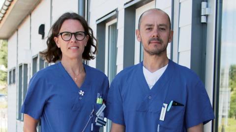 I maj invigdes sprututbytesmottagningens nya lokaler på Östra sjukhuset. Sjuksköterskan Frida Asteberg och vårdenhetschefen Panos Vasilakis berättar att mottagningen i dag har 280 inskrivna patienter. Foto: Stina Berglund