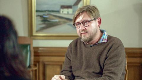"""""""Så länge vi inte blir bättre på att utreda och lagföra sexualbrott så finns det ingen rättssäkerhet för kvinnor och då inte heller för män."""" skriver debattören. Bilden hämtad från UG-avsnittet """"#metoo och Fredrik Virtanen """". Bild: SVT"""