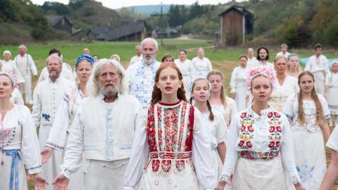 """I dagarna är det premiär för Ari Asters redan omtalade skräckfilm""""Midsommar"""", där handlingen utspelar sig under ett minst sagt annorlunda firande där fokus ligger mer på blodiga ritualer än på sill och nubbe. Bild: Press"""