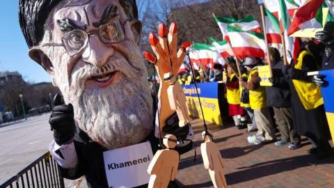 Tusentals iranier samlas årligen i stora demonstrationer för att protestera mot situationen för mänskliga rättigheter i Iran. Foto: Pablo Martinez Monsivais