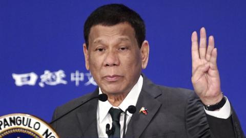 Filippinernas president Rodrigo Duterte får hård kritik i Amnestys senaste rapport.   AP Photo/Eugene Hoshiko