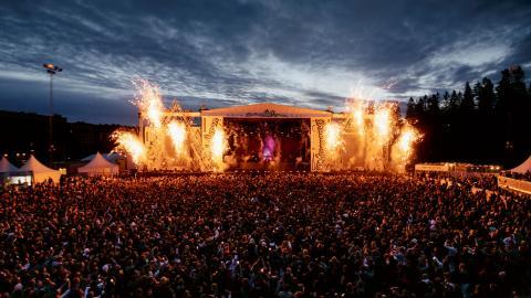 Brännbollsyran kombinerar VM i brännboll med musikfestival. I år slogs publikrekord med 16 500 sålda biljetter varje dag. Iår polisanmäldes en våldtäkt och ett våldtäktsförsök på festivalområdet.  Bild: Melina Hägglund