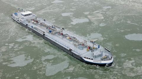MTS Veendam, fartyg som i dag går i holländska Rotterdam som avses användas för Preems bränsletransporter i skärgården. Båten är 86 meter lång och 11,5 meter bred och klarar ett djup på 3,5 meter.  Bild: VT Group