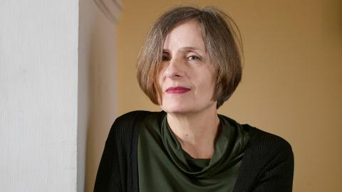 """I sommar kommer Susanna Alakoskis första del av den stora romansviten, """"Bomullsängeln"""". En fiktion som fyller det tomrum som mormodern lämnat efter sig.  Bild: Sara Mac Key"""