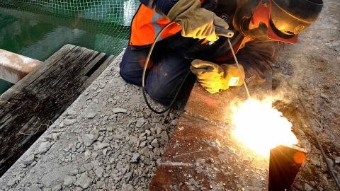 Utbildningarna riktar sig mot bristyrken, exempelvis inom byggbranschen. Foto: TT