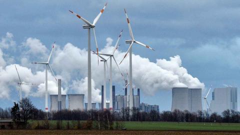 Redan 2009 lovade EU-ländernas regeringar att upphöra med subventioner för fossil energi. Foto: Martin Meissner/TT/AP
